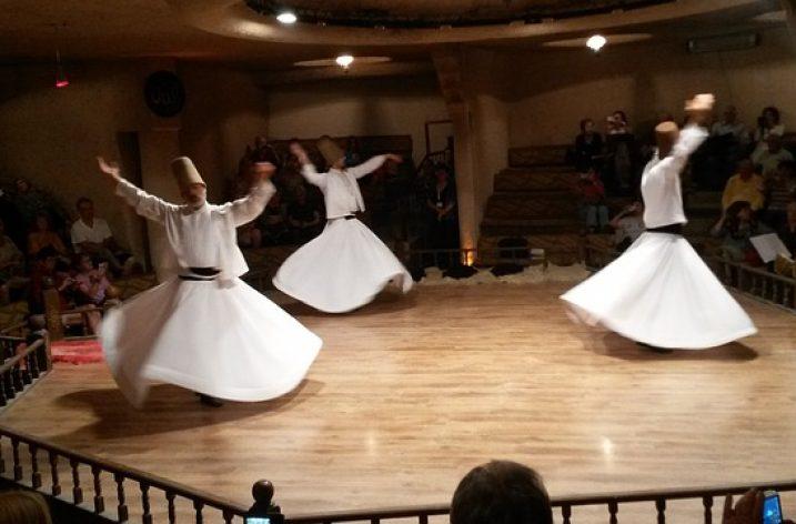 Les derviches tourneurs font leur show à Tunis
