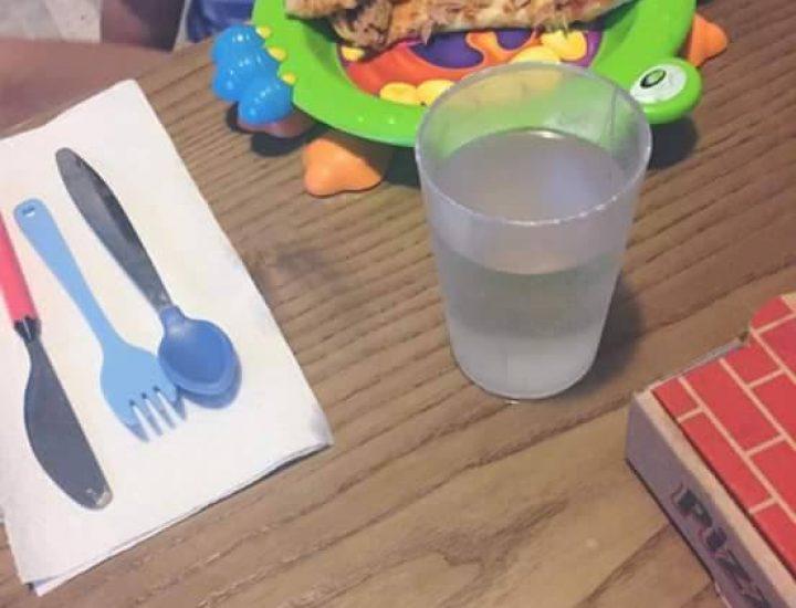 Mon petit homme met la table comme un grand!