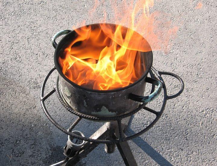 Nettoyer une casserole brûlée