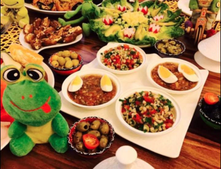 Dabret Lyoum: riz aux fruits de mer, salades, …